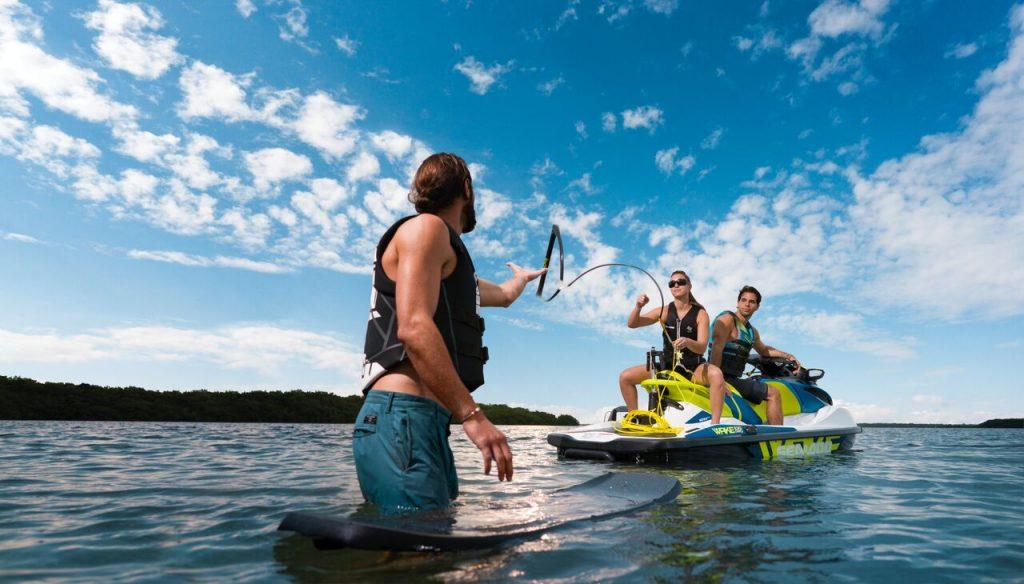 Spass auf dem Wasser mit dem Wake Pro
