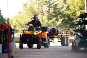 Canam Outlander DPS 570 Orange mit Anhaenger
